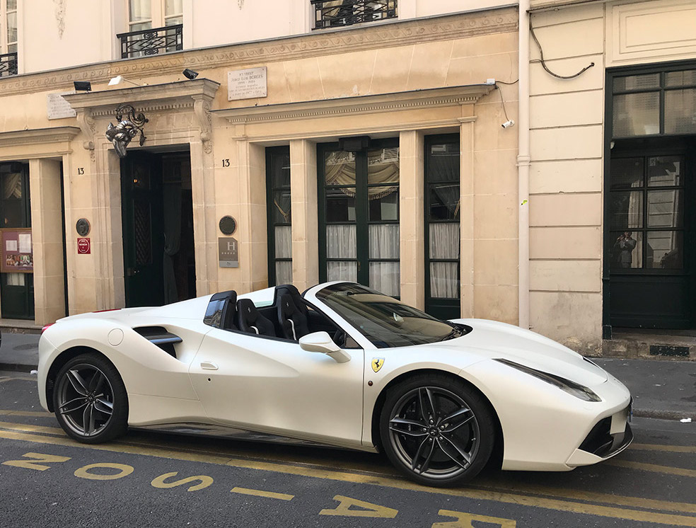 Ferrari 488 L'Hotel Paris Tour