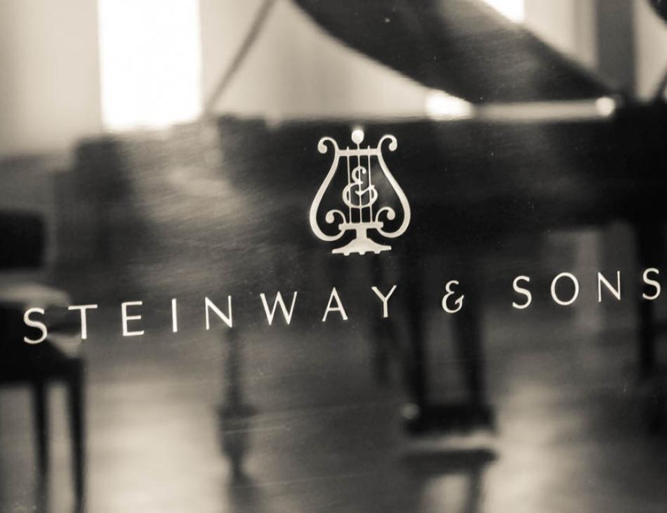 Steinway & Sons Pianos Grand Piano